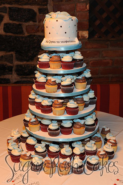 Cupcake tower with cake